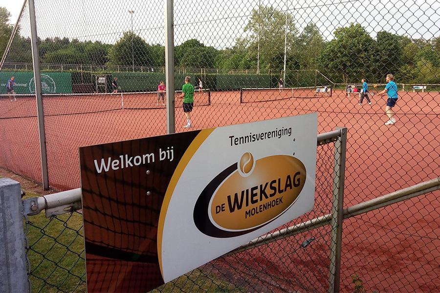 Tennissen bij TV de Wiekslag