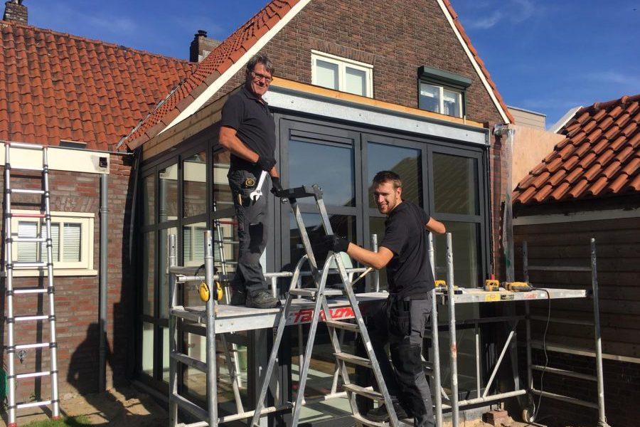 Jan en Bas Lamers (Lamers Bouw & Renovatie) dragen als sponsor graag een steentje bij
